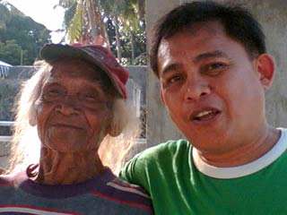 At 93, Joaquin Ligumbres still writes poetry in Spanish and Binisaya. When he was 71 years old, he enrolled in the Bachelor of Arts course at the University of Bohol where he was known as a walking dictionary.  He is shown here with Gwargz Monreal, Bukidnon-based franchisee of the Boholano-owned Madelicious Bakeshoppe chain.
