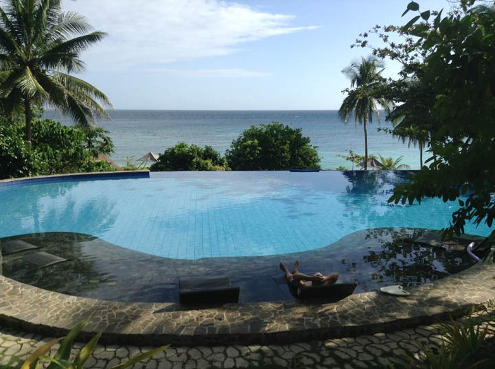 Infinity pool at amun ini Resort