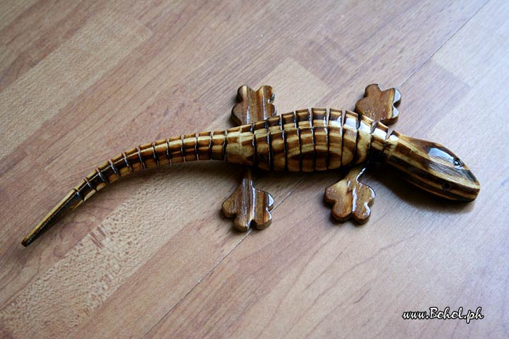Wooden handcrafted Lizard